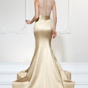Dresses - Lovely sequins and satin gown
